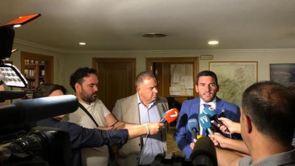 Antonio Luengo junto al presidente del Sindicato de Regantes.