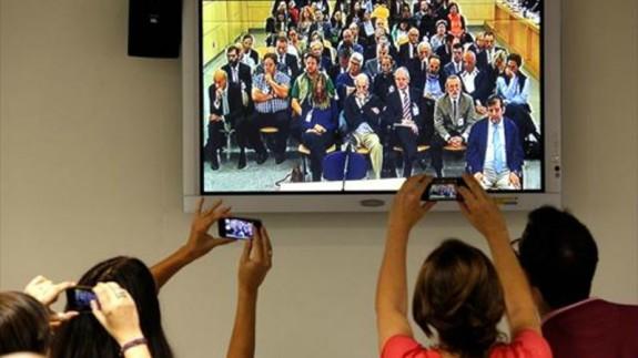 Periodistas y televisor con juicio caso Gürtel