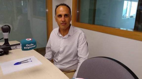 Alejandro Díaz en los estudios de Onda Regional Cartagena. Archivo