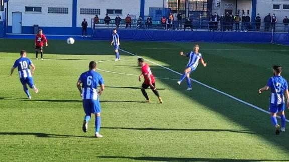 El Águilas vence al Pulpileño y aprieta el liderato del grupo| 3-0
