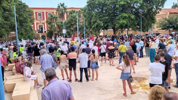 TARDE ABIERTA. Concentración en Águilas por la supresión de las líneas Murcia-Lorca-Águilas y Murcia-Cartagena