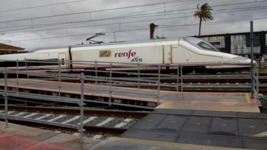 Imagen del AVE en pruebas en la Estación de Beniel. PLATAFORMA PRO-SOTERRAMIENTO