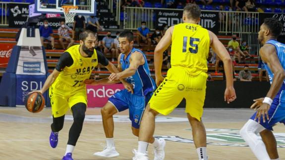 Vasileiadis y Cate, en un lance del partido en Fuenlabrada
