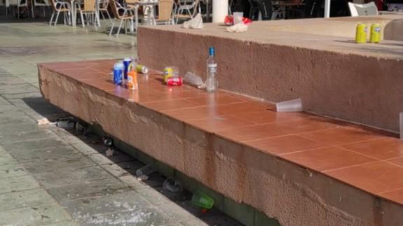 Estado del centro comercial `Las Dunas´, en Cabo de Palos tras el botelleo. Foto cedida