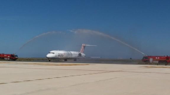 Aterrizaje del primer vuelo de Volotea desde Oviedo en la Región de Murcia