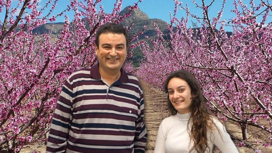 José Antonio García Ayala, María Ibernón y melocotoneros en flor