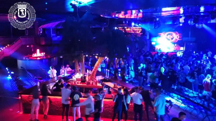 Desalojada una sala de conciertos con gente bailando en la pista