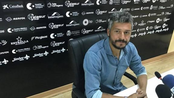 Munúa asegura que el Cartagena no especulará con el resultado en Sevilla