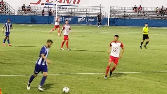 Trebotic, en un lance del partido Águilas-Almería B. Foto: Jaime Zaragoza