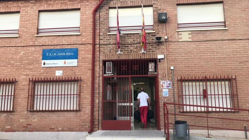 Entrada a un colegio en la ciudad de Murcia