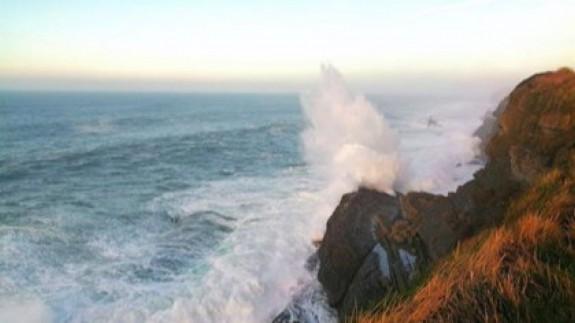 Se esperan olas de hasta 5 metros de altura.EP