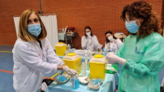 Los equipos de vacunación se preparan en el pabellón Jorge Bera de Caravaca