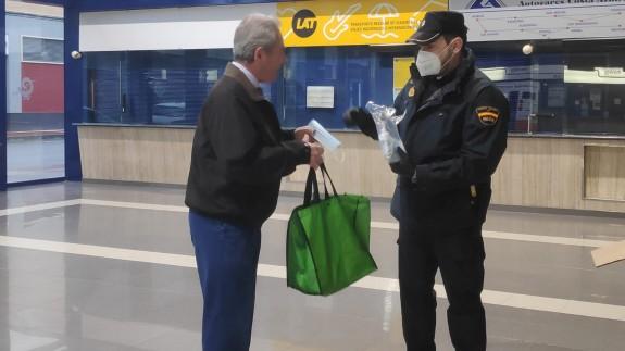 Una comisión fijará en 48 horas el precio máximo de mascarillas, guantes y geles