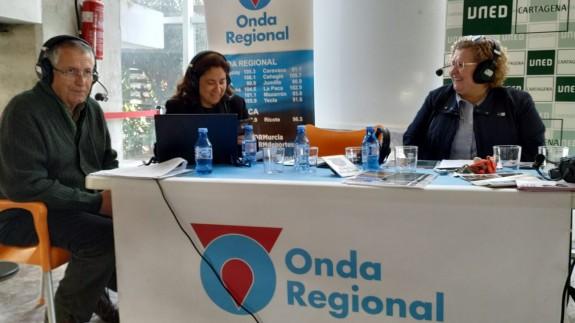 Miguel Massotti y Marta Ferrero con María Luisa Martínez de UNED Cartagena