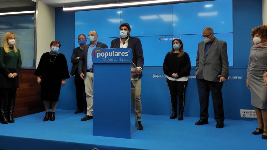 Fernando López Miras junto a los representantes de la Educación Especial