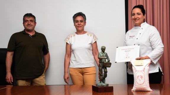 José Martínez presidente DO Arroz Calasparra, Alcaldesa Teresa García y María, gerente de Magoga
