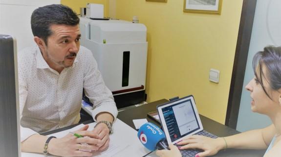 Francisco Saura, presidente de COM-PRO, con nuestra compañera Sandra García