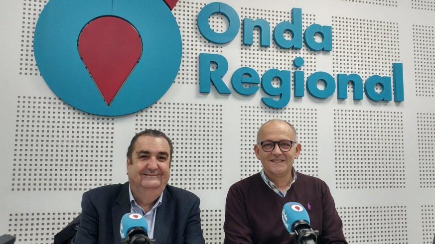 Gregorio González y Jose Antonio Sánchez, de la junta directiva de la Agrupación Sardinera, en Onda Regional