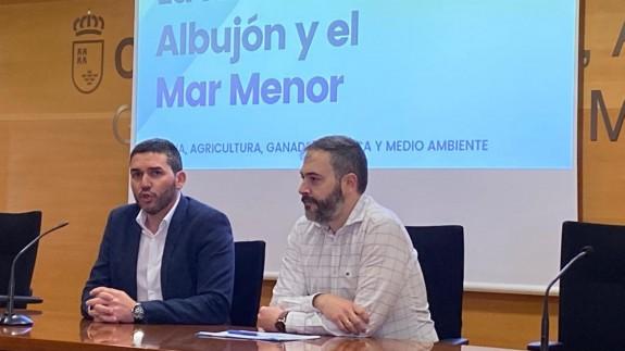 Antonio Luengo, y el director del Agua, Sebastián Delgado