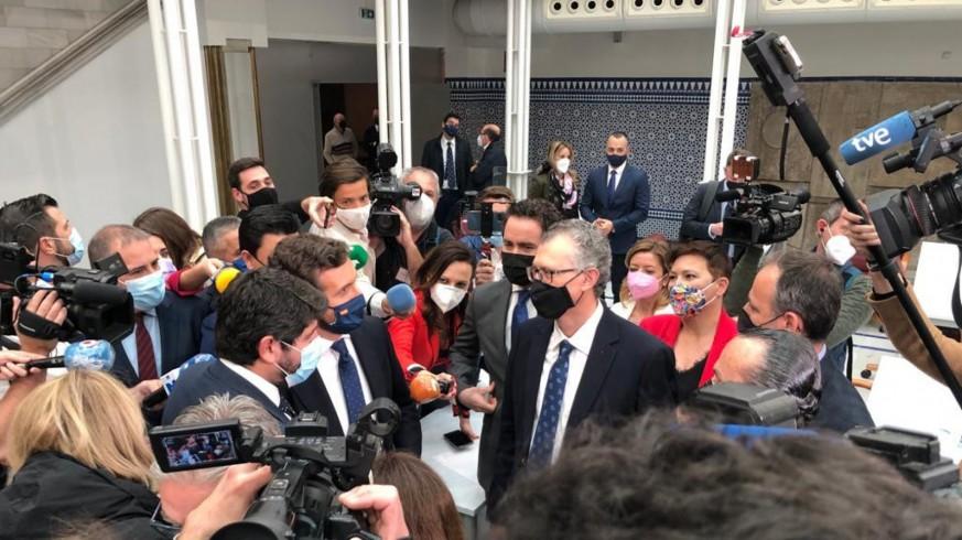 Pablo Casado y Teodoro García acompañan a López Miras en la Asamblea