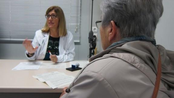 Médico en una consulta de atención primaria