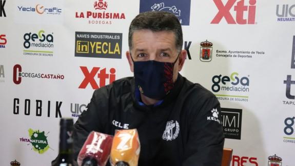 Alejandro Sandroni, técnico del Yeclano