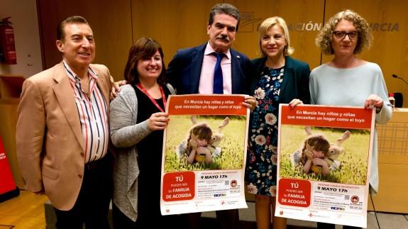 Violante Tomás (2ª por la derecha) en la presentación de la campaña. ASR