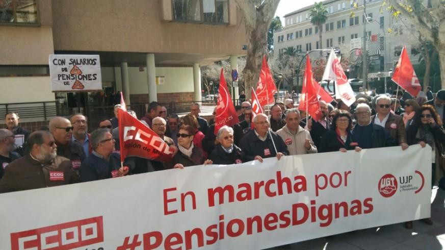 Concentración de pensionistas frente a la Delegación de Gobierno. ORM.