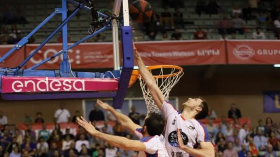 El UCAM CB Murcia cae 90-95 ante Obradoiro con polémica arbitral