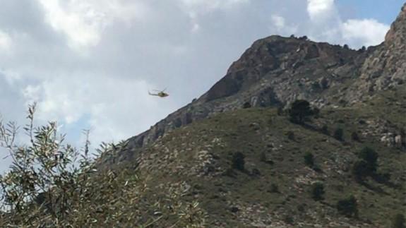 Un helicóptero acude al rescate de la montañera en Yecla. DIRECCIÓN GENERAL EMERGENCIAS