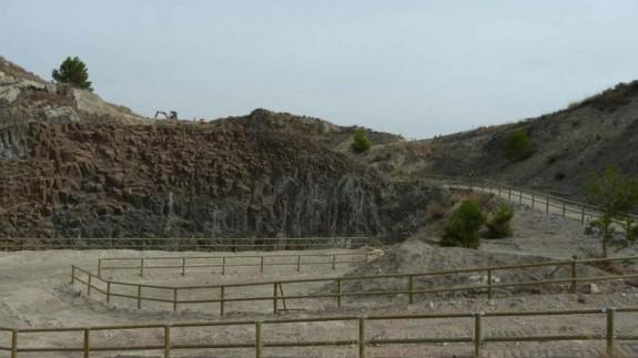 Rocas volcánicas en el Cabezo Negro de Calasparra