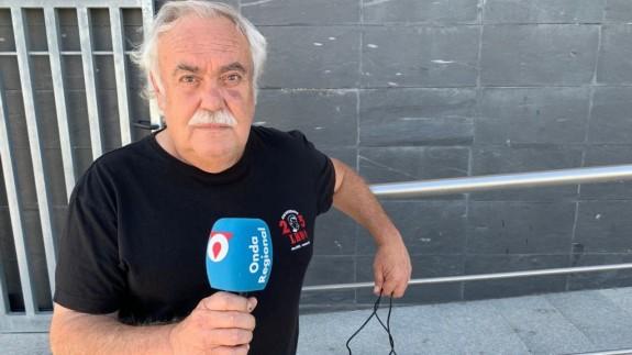 José María Martínez, con el micrófono de Onda Regional FOTO: Claudio Caballero