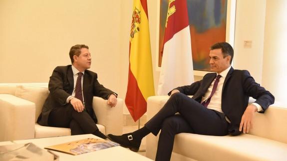 Sánchez recibe a Page en La Moncloa