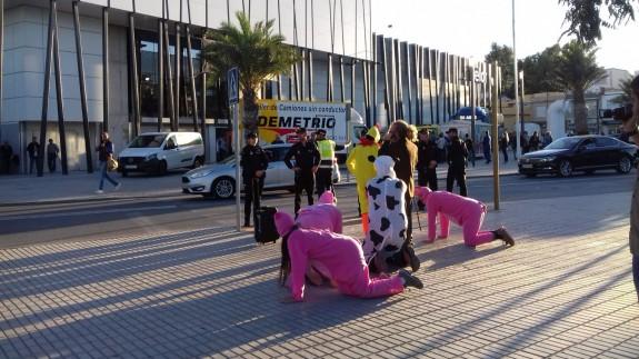 Protesta de los ecologistas en Lorca contra la ganadería industrial