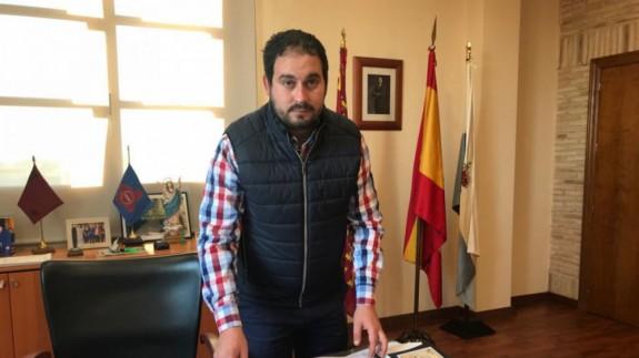El alcalde de Los Alcázares indica que estaban planteándose el cierre de establecimientos