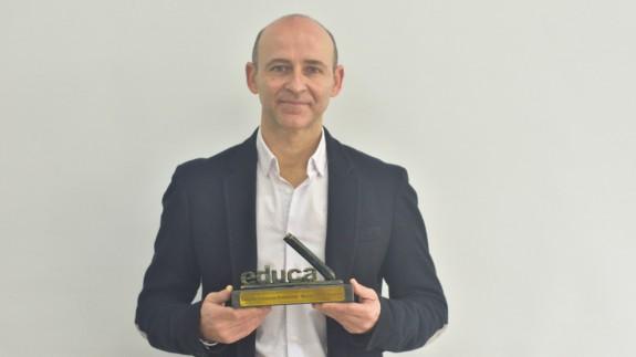 Manuel Flores, con el premio al mejor profesor de FP de España. IES El Arenal