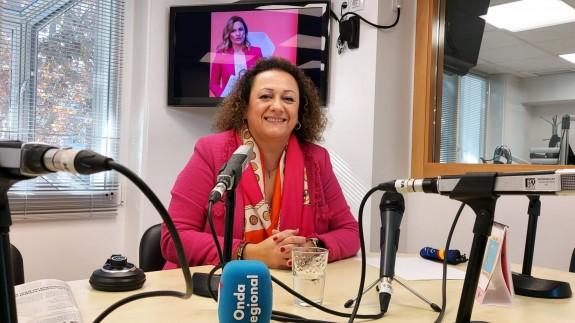Yolanda Muñoz en los estudios de Onda Regional en Cartagena