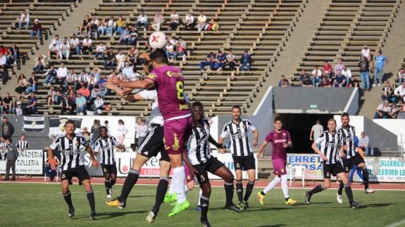 El Cartagena empata sin goles ante el Linense