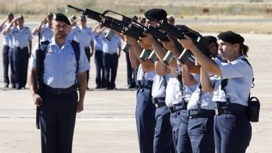 VIVA LA RADIO. Iudicanti te salutant. Los que van a ser juzgados... Las mujeres soldado ¿no tienen que hacer guardias?