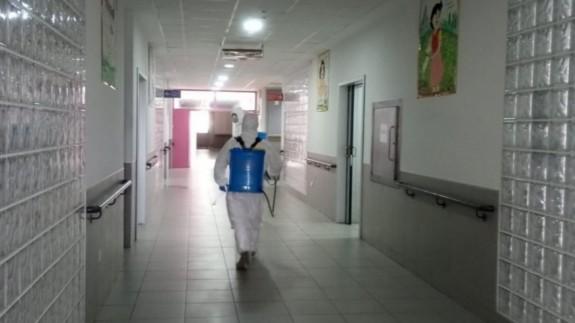 La UME realiza tareas de desinfección en un centro sociosanitario