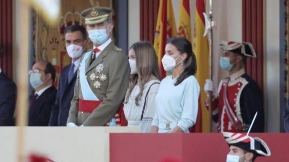 Aplausos al rey y pitadas a Sánchez en el inicio del desfile del 12 octubre