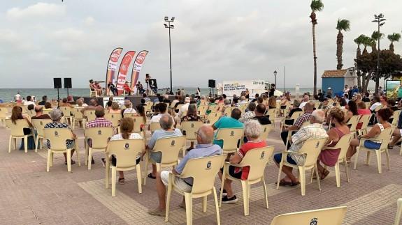 TARDE ABIERTA. Concentración en la Plaza del Espejo de Los Alcázares por la revitalización del Mar Menor