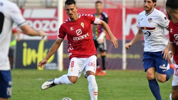 Armando Ortiz, en una jugada contra el Alzira. Foto: Real Murcia