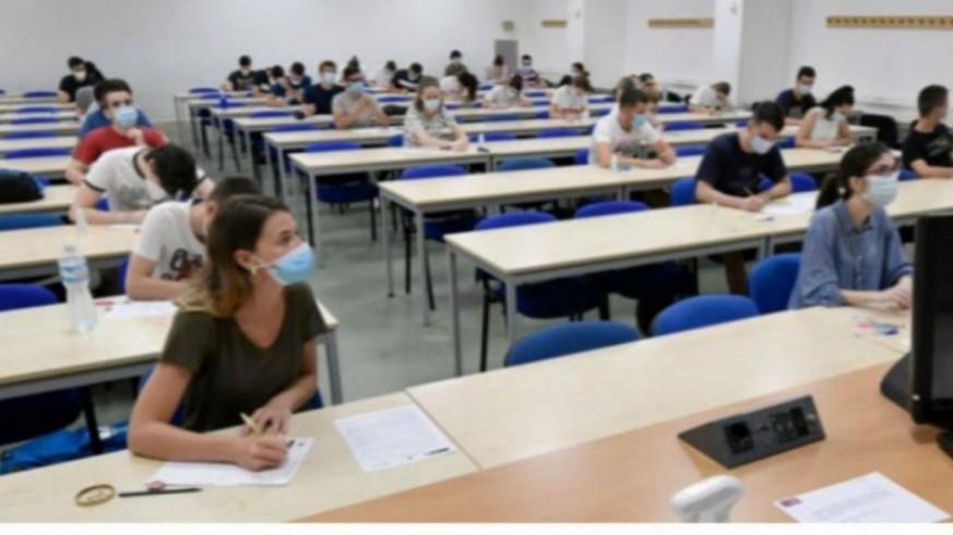 Estudiantes se examinan en la Universidad de Murcia