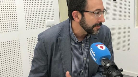 TURNO DE NOCHE. Asensio López asegura que presentó su dimisión cuando Ciudadanos exigió el cese de los altos cargos