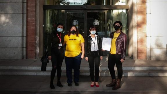 Las cuidadoras reclaman al SEPE el Subsidio Extraordinario para Empleadas de Hogar
