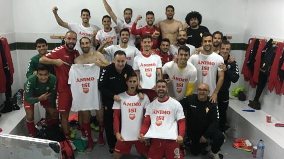 Celebración de la victoria en el vestuario (foto: Real Murcia)
