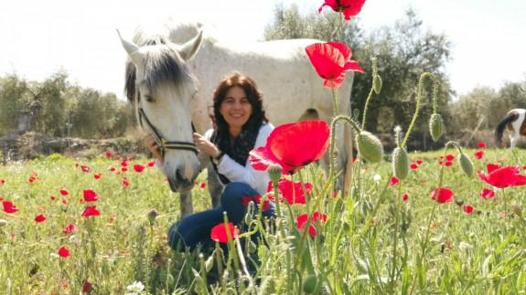 La periodista María López Mayol con sus caballos.