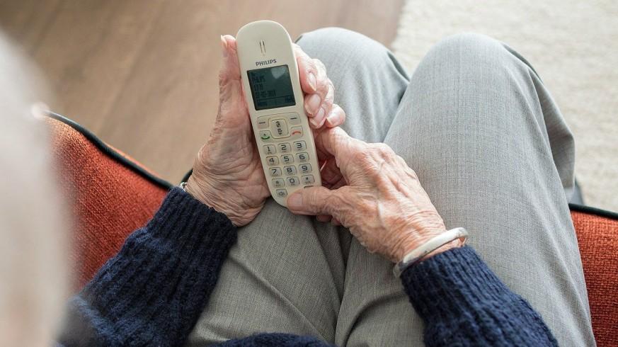 TE DOY LA TARDE. Acompañamiento telefónico a mayores durante la pandemia