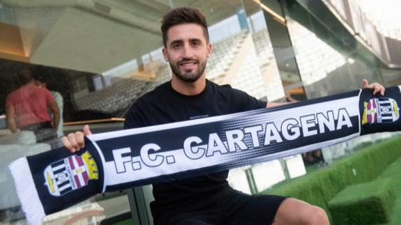 """Nacho Gil: """"Lo que me contó el entrenador fue clave para venir al FC Cartagena"""""""